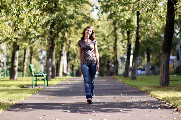 Русскую девочку трахнули в парке 16 фотография