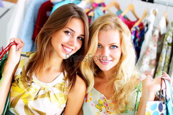 две красивых девушки