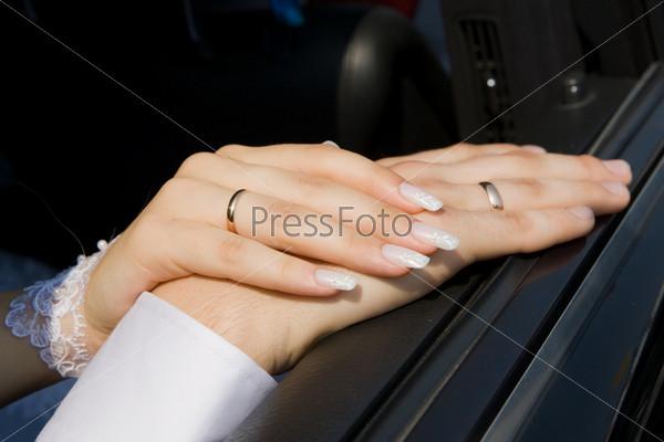 фото рука в руку в машине