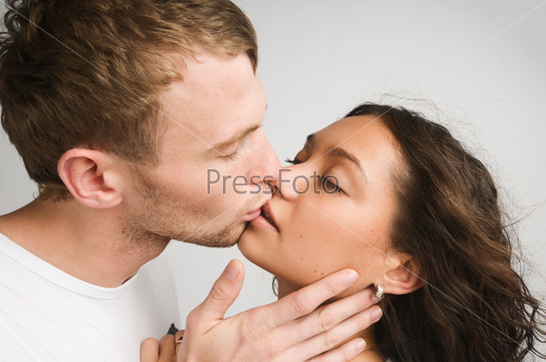 Как мущина иженщина цилуются эротично фото 605-357