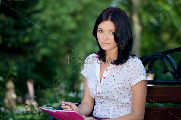 molodaya-krasivaya-studentka