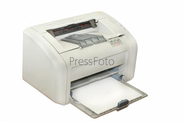 Офисный принтер на белом фоне