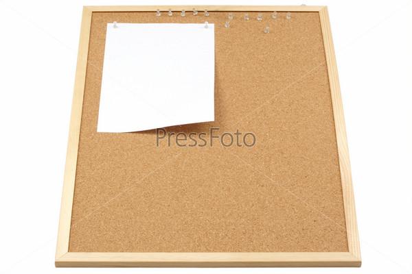 Фотография на тему Лист бумаги на пробковой доске