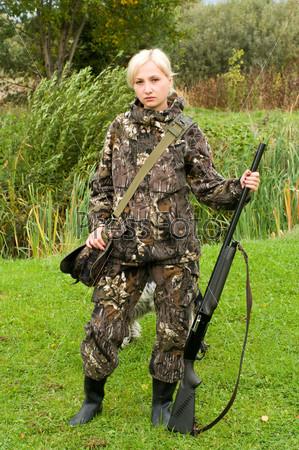 фото девочка с ружьем и собакой