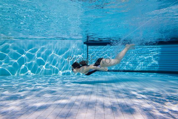 Девушки плавают в бассейне фото фото 103-72