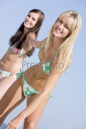 Молодые в купальниках фото 536-595