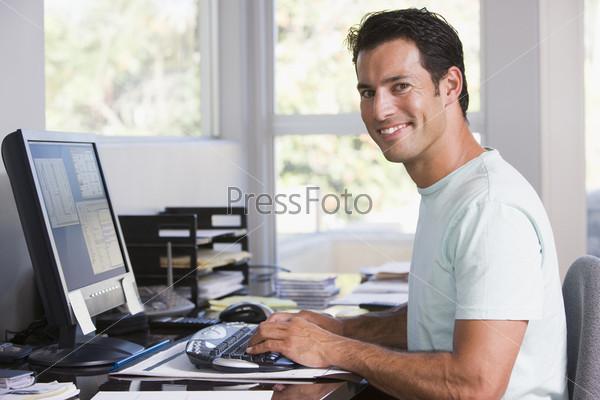 Картинки по запросу человек за компьютером