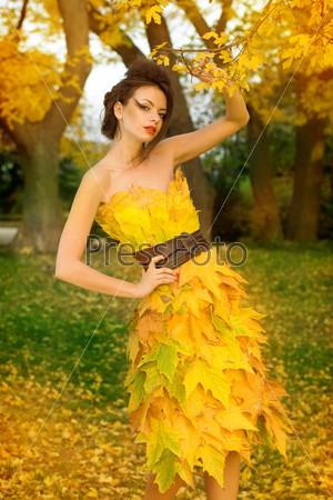 Платье из листьев своим руками 34