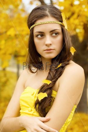 Девушка в виде осени
