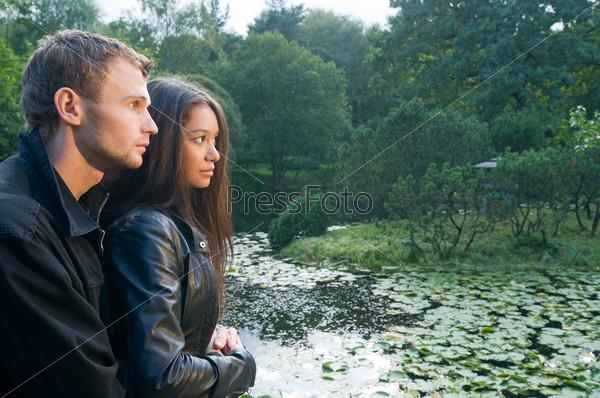 Картинки девушка с парнем на природе