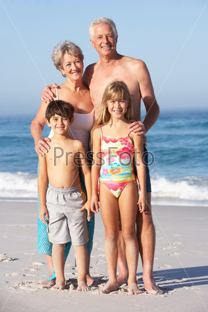 Дед и бабка на пляже фото 444-766