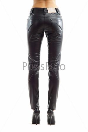 Женские ножки в кожаных штанах