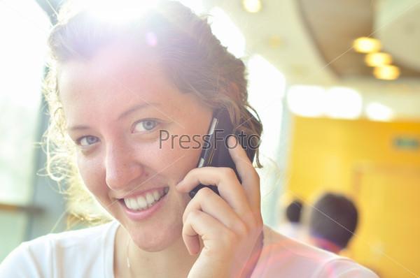 Девушка сосет член друга и говорит по телефону, парень трахает девушку в сауне на скрытую камеру