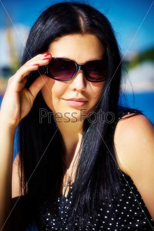фото в очках черных девушки