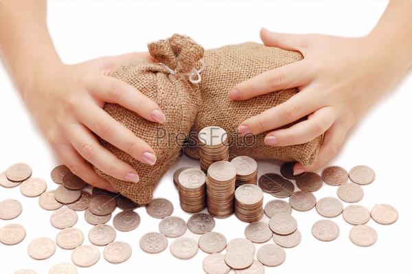 Фотография на тему Женские руки закрывают мешки с деньгами