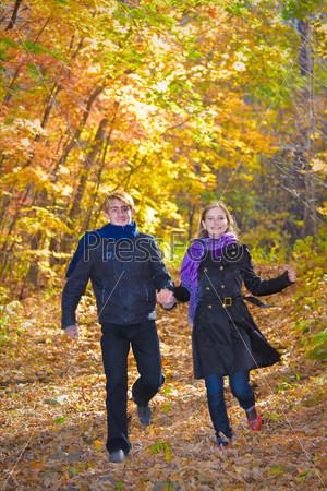 Девушка и листья 5