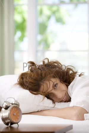 Женщина в постели, утро