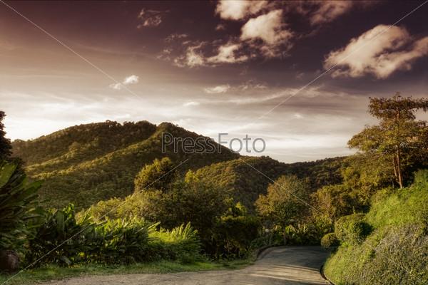 Грунтовая дорога в горах