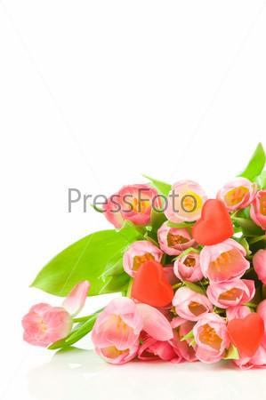 Букет тюльпанов и красные сердечки