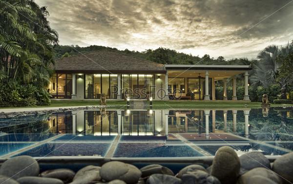 Роскошная вилла с бассейном среди тропических лесов