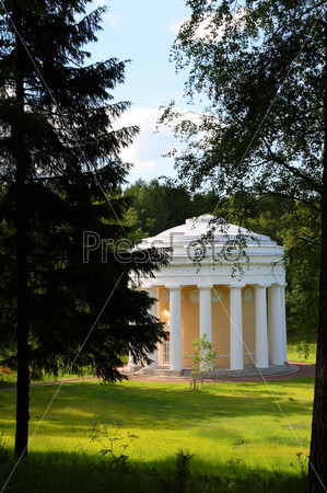pavilion of friendship in Pavlovsk park