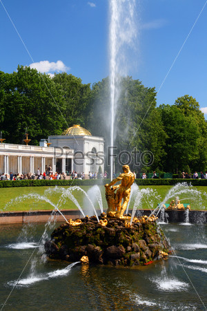 Samson fountain in petergof