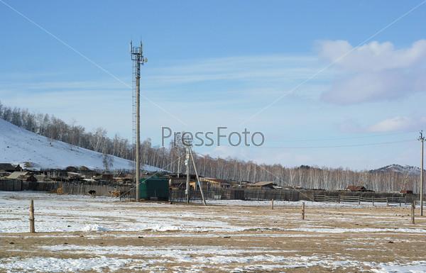 Стационарная антенна оператора сотовой связи в сельской местности