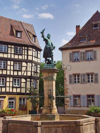 Фонтан и памятник. Эльзас. Кольмар. Франция