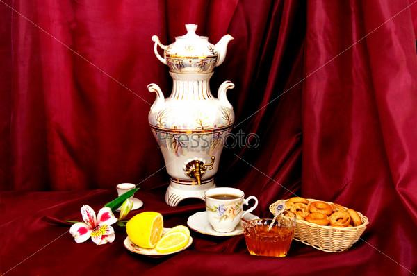 Чайный стол с самоваром