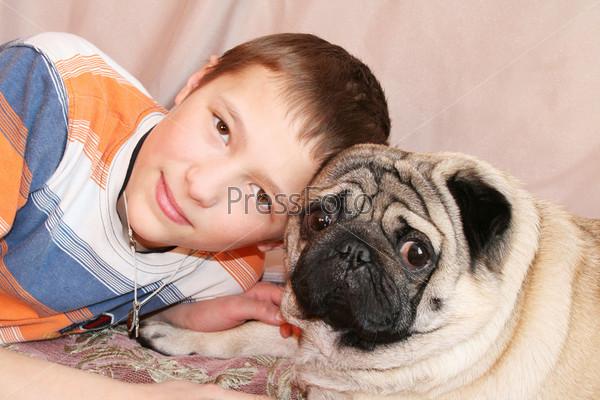 Портрет мальчика с собакой