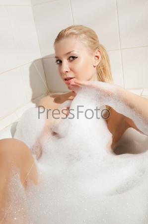 Видео девушек в пенной ванне фото 313-420