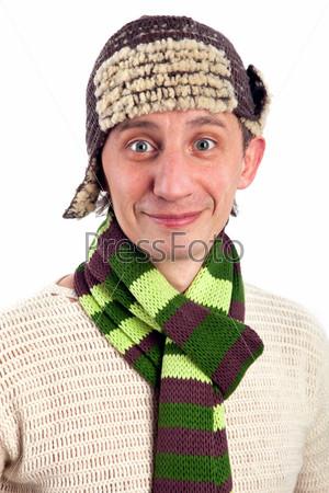 Забавный мужчина в шапке