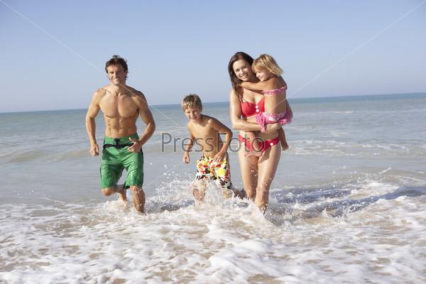 фото семьи на пляже нудистов