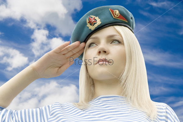 подлокотник перетянут девушки в военной форме 18 учреждения