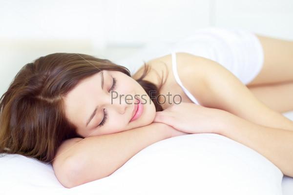 Спящая девчонка видео фото 82-188