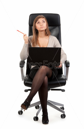 Девушка на офисном кресле фото 280-954