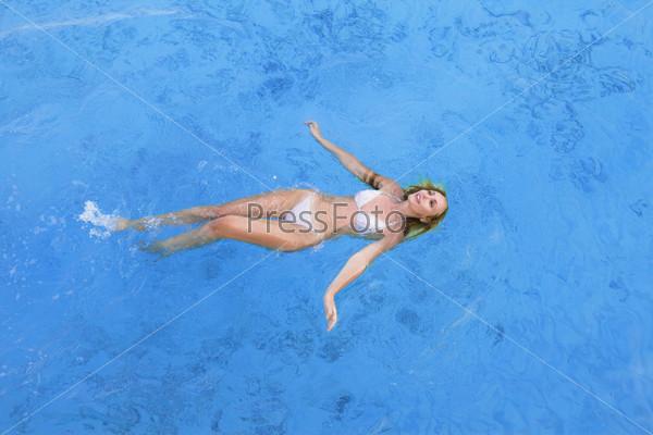 Девушки в купальнике фото под водой