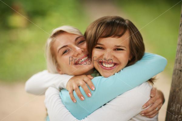 Две русские даммы с молодым парнем фото 699-55