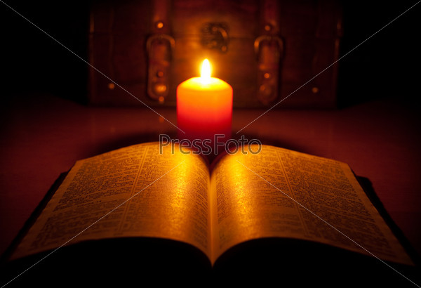 Фотография горящей свечи