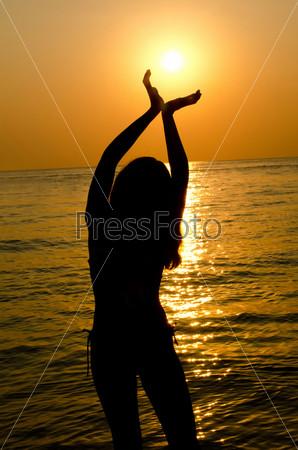 Фото девушек на фоне моря фото 227-393