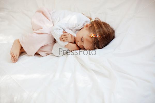 Спящая девчонка видео фото 82-651