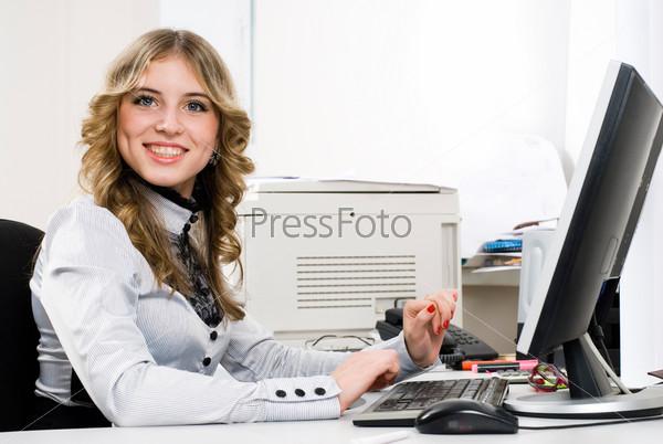 Красивые девушки в офисе фото 747-261
