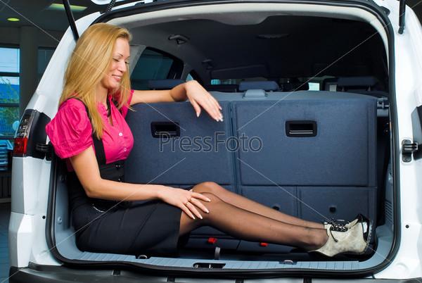 Засадил телке в багажник