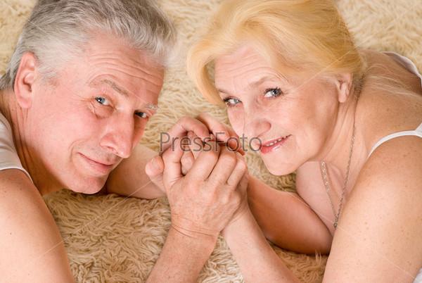seks-domohozyayka-s-parnyami