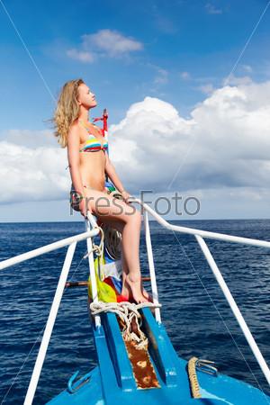 Красивые блондинки на яхте фото 330-268