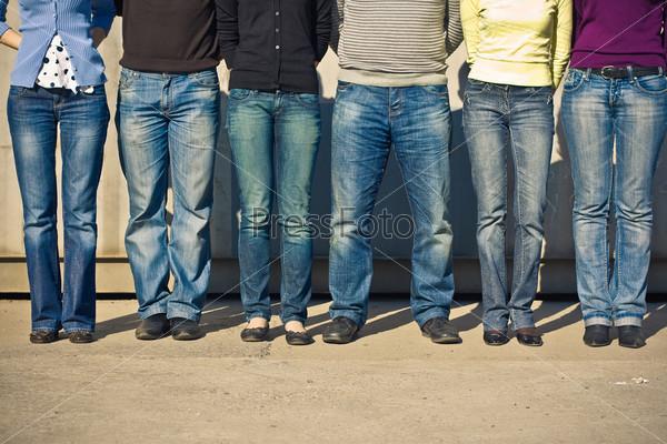 фото людей в джинсах
