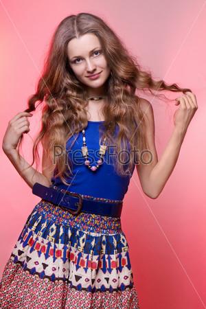 Девушки в цветной одежде