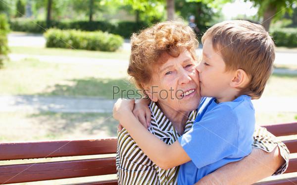 бабушку выеал внук