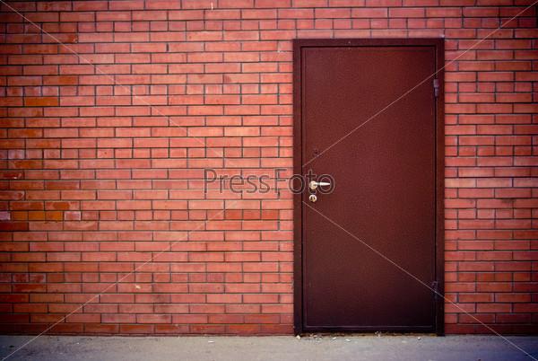 стальные двери красный кирпич