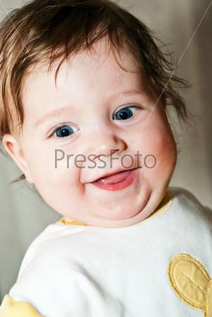 Фотография на тему Счастливый маленький мальчик крупным планом